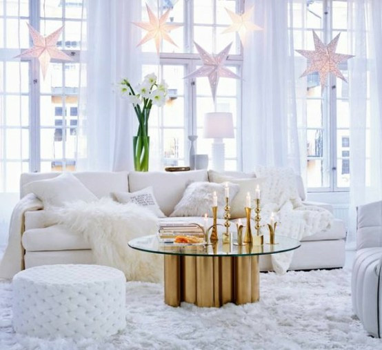 Holiday decorating with julie from belle maison fresh for Decoration maison white