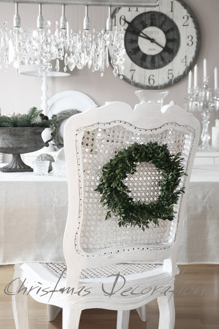 Holiday decorating with julie from belle maison for Decoration maison white