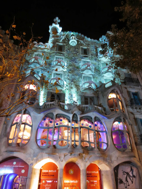 Casa Battló at night