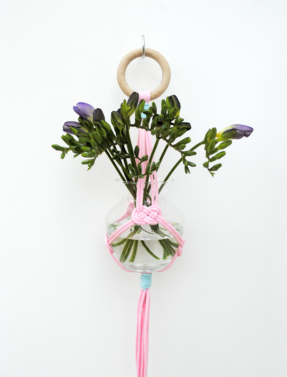 Miniecoco UK knotted hanging vase