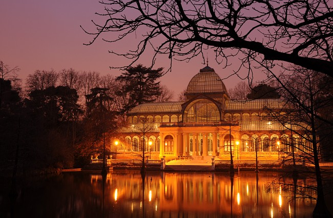 Photo of the Palacio Cristal in El Parque del Retiro, Madrid, by Felipe Gabaldón