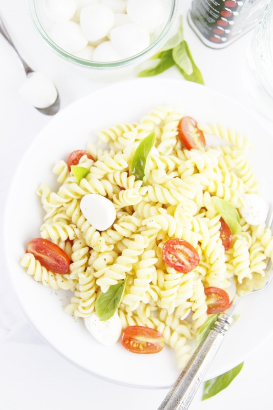 Spicy Caprese Pasta Salad from BelAlimento
