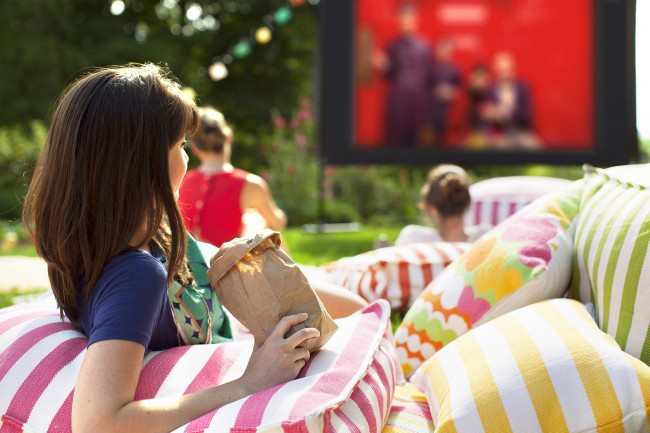 OutdoorMovie_MemoliPopcorn_Blog