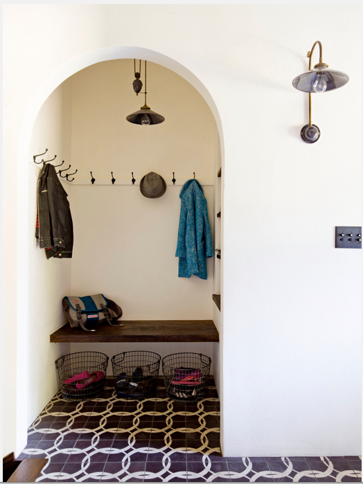 Spanish mudroom Daleet Spector via Pinterest