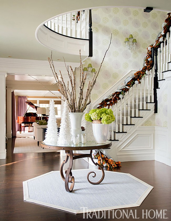 Traditional Home entryway holiday decoration