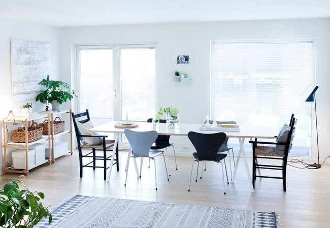 Planete Deco graphics and pastel dining room