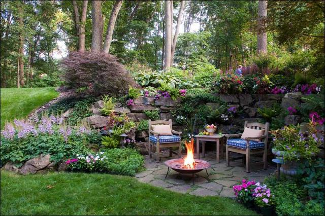 Amazing space unexpected outdoor rooms for Small patio landscaping