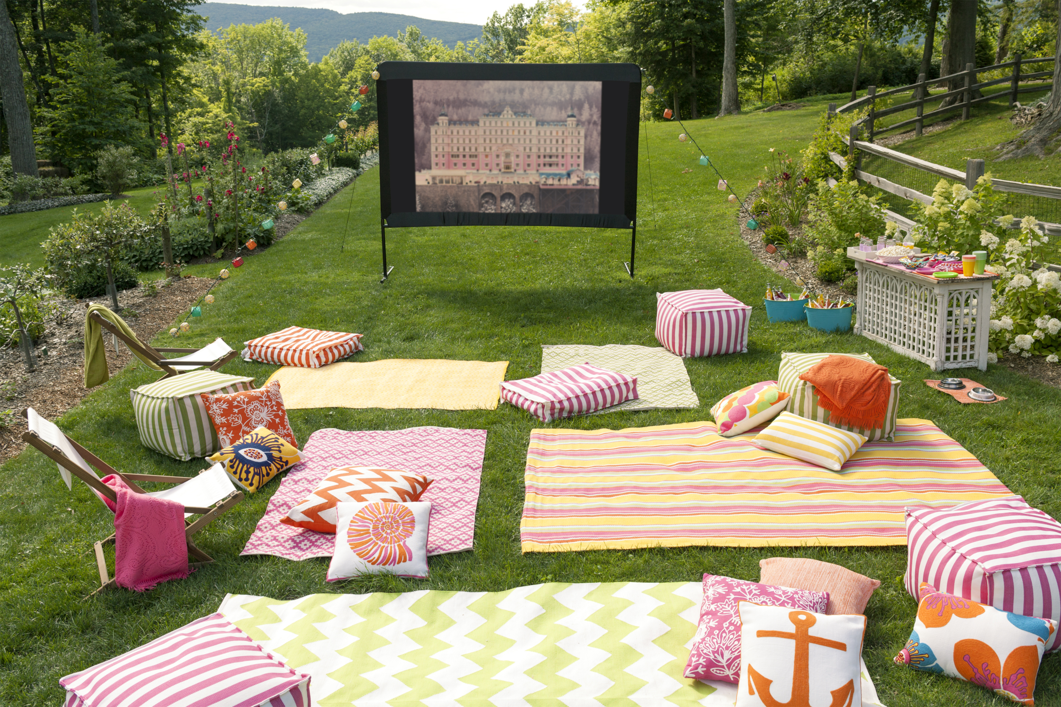 10 tips for hosting an outdoor movie night fresh american. Black Bedroom Furniture Sets. Home Design Ideas