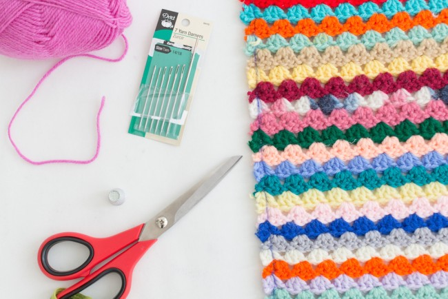 how to yarn bomb a headboard 1a
