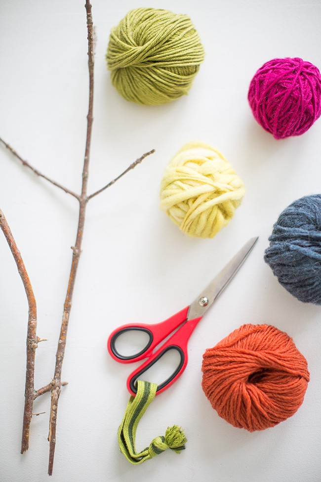 how to yarn bomb branches 1