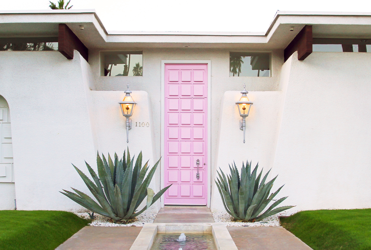 """""""That Pink Door"""" (photo credit: Palm Springs Style   Fresh American Style"""