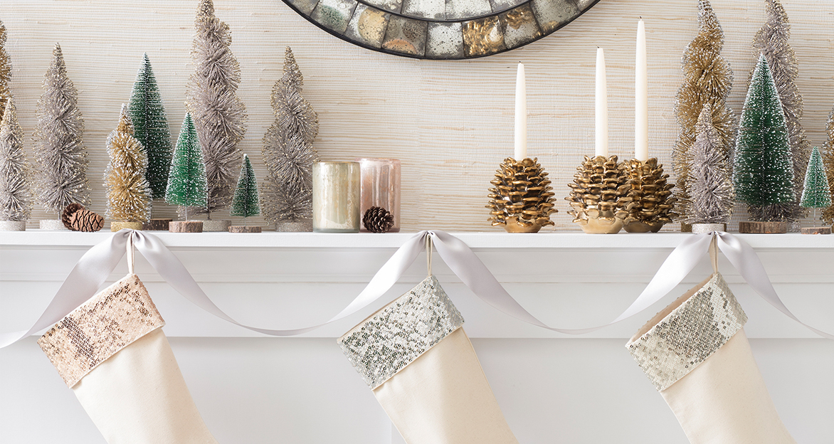 Holiday mantle decorating fresh american style for American style christmas decorations