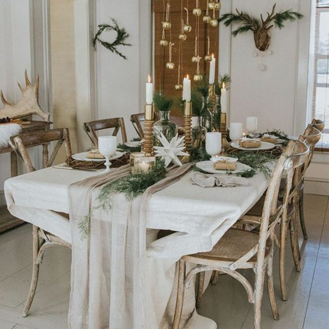 "<img class=""wp-image-28911 size-large"" src=""https://blog.annieselke.com/wp-content/uploads/2018/11/justagirlandherblog4-650x974.jpg"" alt=""Tips for Setting a Perfect Holiday Table 