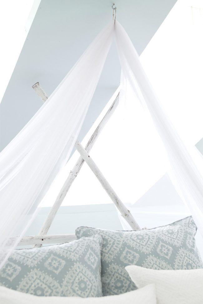 Bed-Ed: How to Hang a Mosquito Net Bed Canopy | Annie Selke's Fresh American Style